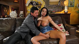 Premium woman acts classy when feeling dick in her hands